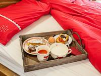 Vassoio prima colazione sul letto camera boukje