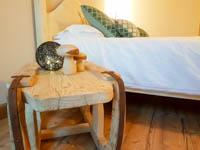 Camera kranabetta comodino di design rustico con slitta