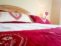 Camera sleghe letto matrimoniale e cuscini
