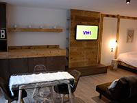 Lounge, tv und sofa