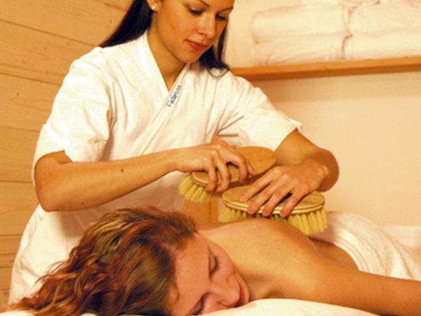 Peeling-Behandlung mit Bürsten