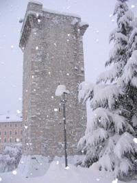 La torre scaligera durante una nevicata