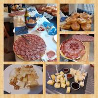 Buffet con affettati tartine e formaggi