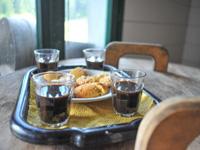 Kaffee und Kekse in Malga Ebene von Granezza
