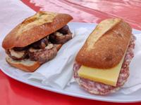 Sandwiches mit Cotechino und mit unterdrücktem und Asiago Dop