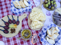 Käse, Feigen und Marmeladen in Malga Serona