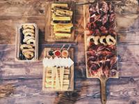 Schnitte von Wurstwaren, Käse und Polenta von Malga Serona