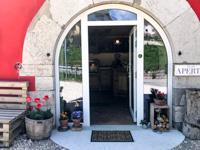 Der Eingang zur Bottega Frigo Stöff