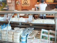 Andere Milchprodukte zum Verkauf in der Molkerei