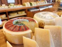 Cheese Asiago DOP von Pennar Dairy