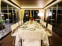 Mittag- und Abendessen auf der verglasten Veranda des Hotels Sporting in Asiago