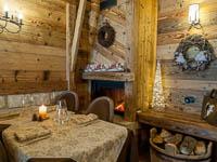Sala ristorante con caminetto