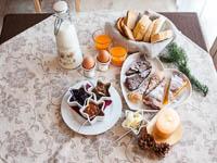 Tavolo apparecchiato per colazione ca sorda