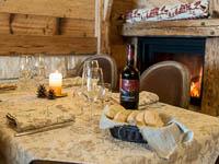 Tavolo con pane e vino