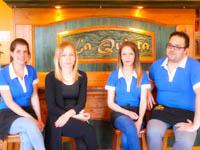 i camerieri del ristorante pizzeria la quinta 2002 sono pronti per accogliervi