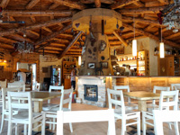 Der Barraum des Restaurants Rifugio Val Formica
