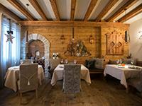 sala calorosa del ristorante