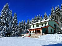 facciata invernale rifugio bar alpino