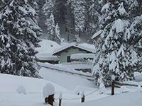 rifugio bar alpino sommerso dalla neve