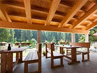 tavoli al aperto rifugio bar alpino