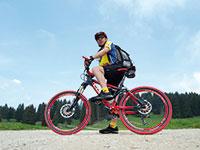 Turisti in mountain bike rifugio campolongo