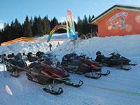 Campomulo parco giochi sulla neve slitte motoslitte dettaglio