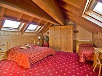 Camera mansarda rossa valbella