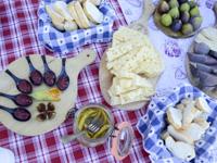 Cheese, figs and jams in Malga Serona