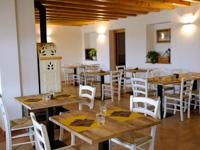 The cosy interior room of Malga Verde