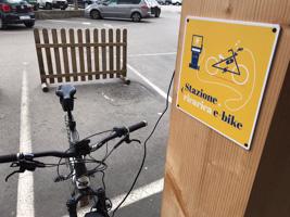 Stazione ricarica e bike
