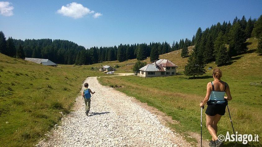 Giro malghe val formica escursione con guide altopiano for Altopiano asiago hotel