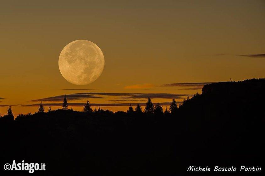 Monte corno incanto lunare escursione con guide altopiano for Asiago dove dormire