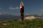 MONTE die UNTERBROCHENE-Anleihe mit der Erde: zu Fuß mit dem Sonnenuntergang Yoga 21 Mai