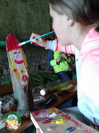 bambina che dipinge al cason delle meraviglie