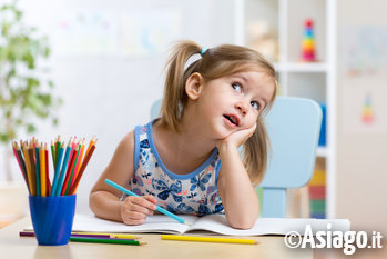 bambina che dipinge n1