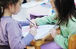 """""""Costruiamo piccoli libri"""" - Laboratorio per bambini alla biblioteca M. Rigoni Stern di Cesuna  - 18 luglio 2018"""