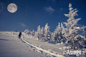 Ciaspolata al chiaro di luna mezzaselva di roana 14 for Baita asiago capodanno