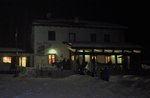 Geführte Nachtwanderung mit Schneeschuhen und Abendessen im Tierheim, mit Biosphaera