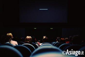 cinema persone sedute