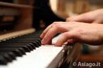 Sommer-Konzert auf dem Teatro Millepini der Asiago, der junge pianist