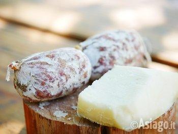 salame formaggio