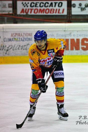 giocatore asiago hockey foto paolo basso