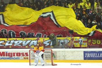 portiere dellasiago hockey foto di david wassagrub