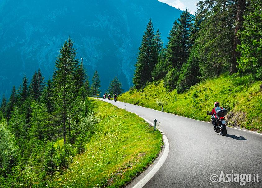 Arrivo del rally motociclistico centopassi a gallio 3 for Asiago dove dormire