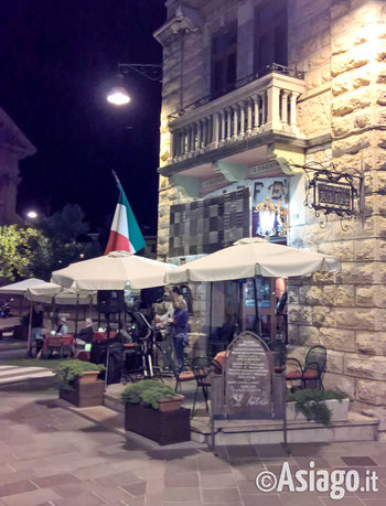 Caffe adler blue moon duo in concerto