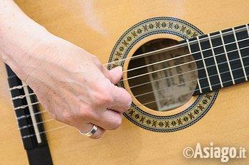 Chitarra acustica in concerto ad Asiago