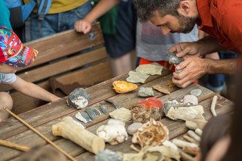 dimostrazioni preistoriche al sito archeologico ri