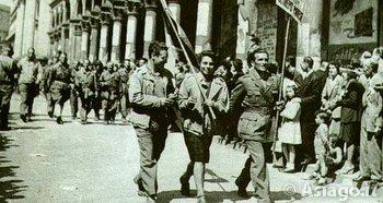 Partigiani sfliano dopo la liberazione