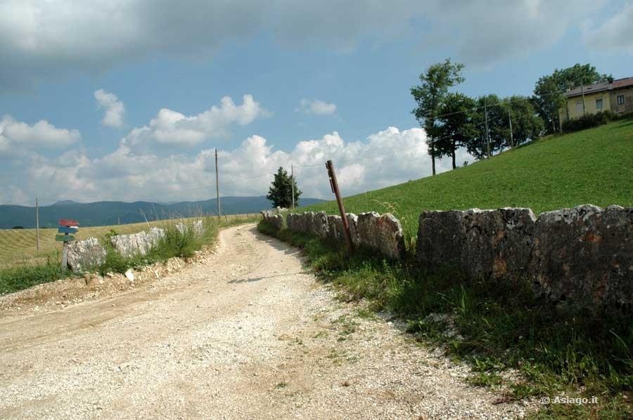 Itinerari escursioni e passeggiate sull 39 altopiano di asiago for Altopiano di asiago appartamenti vacanze