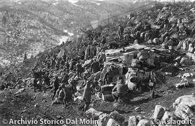 Reparti della Brigata Sassari a Col del Rosso
